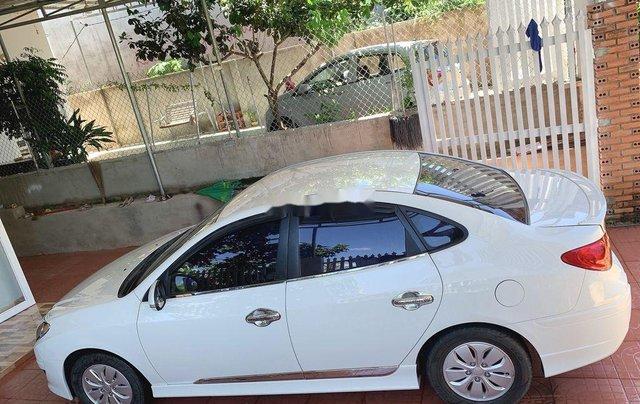 Cần bán Hyundai Avante sản xuất năm 2015, màu trắng, xe nhập1