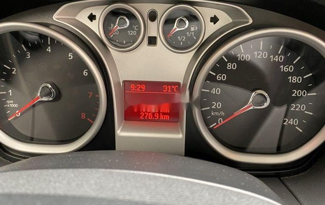 Bán Ford Focus đời 2011, màu trắng, số tự động6