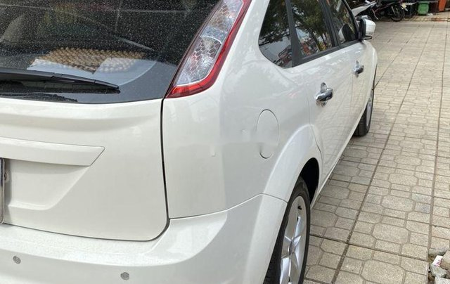 Bán Ford Focus đời 2011, màu trắng, số tự động1