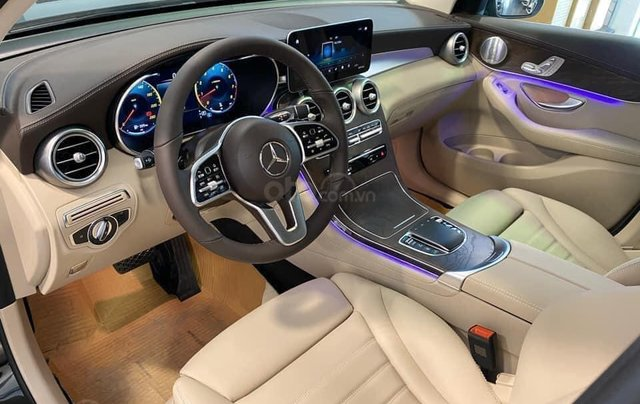 Mercedes GLC 200 4Matic ưu đãi giá tốt nhất + bảo hiểm + tặng 2 năm bảo dưỡng miễn phí2