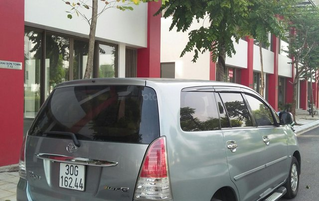 Bán xe Toyota Innova đời 2011 bản GSR, màu bạc còn mới2