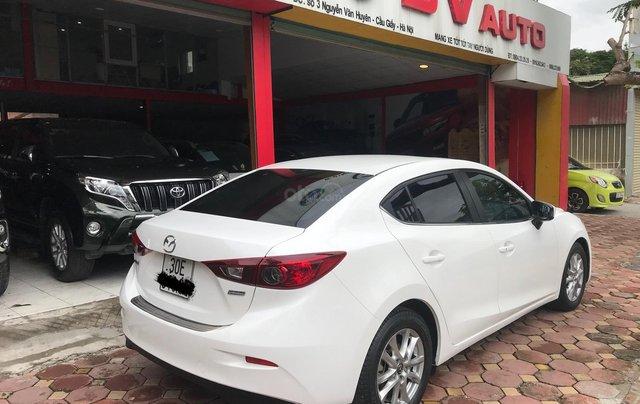 Siêu mẫu Mazda 3 trắng Ngọc Trinh 20161