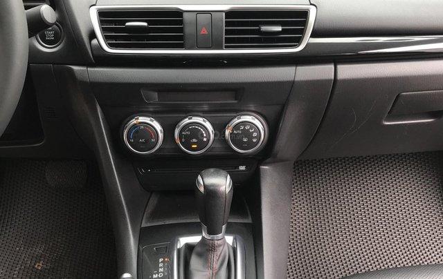 Siêu mẫu Mazda 3 trắng Ngọc Trinh 20164