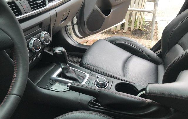 Siêu mẫu Mazda 3 trắng Ngọc Trinh 20166