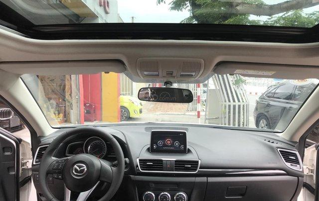 Siêu mẫu Mazda 3 trắng Ngọc Trinh 20165
