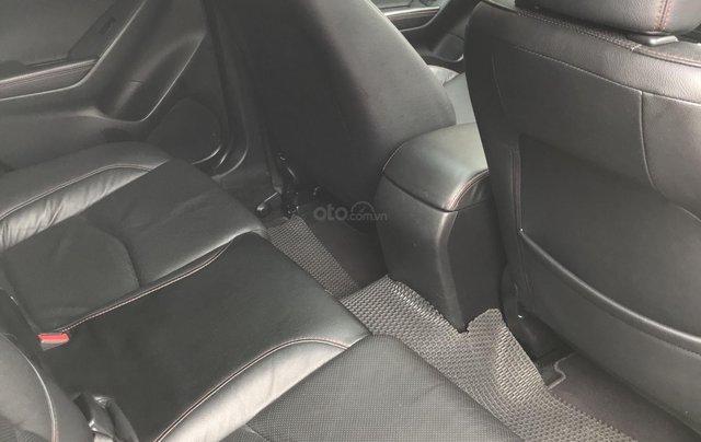 Siêu mẫu Mazda 3 trắng Ngọc Trinh 201610