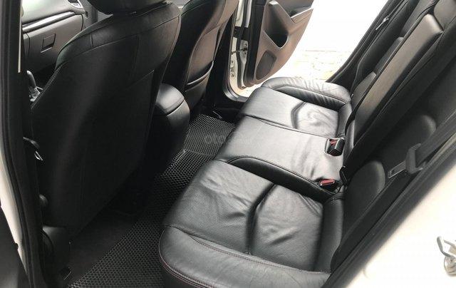 Siêu mẫu Mazda 3 trắng Ngọc Trinh 20169