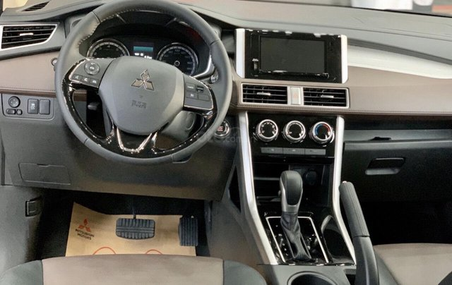 Mitsubishi Xpander Cross 1.5L Mivec, giảm tiền mặt, tặng bảo hiểm thân xe, giá 670 triệu3