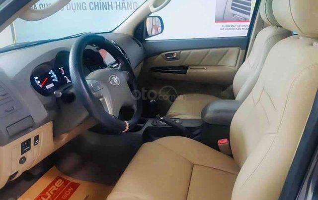 Bán Toyota Fortuner 2.7V 4x2 AT năm sản xuất 2013, màu xám còn mới  3