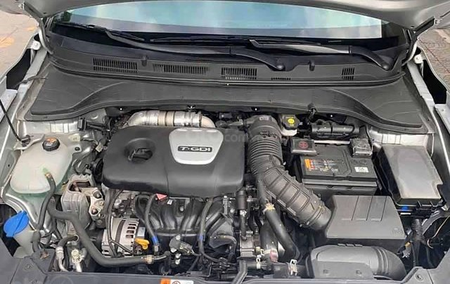 Cần bán Hyundai Kona 1.6 Turbo đời 2019, màu bạc còn mới1