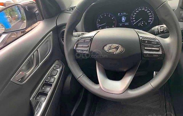 Cần bán Hyundai Kona 1.6 Turbo đời 2019, màu bạc còn mới3
