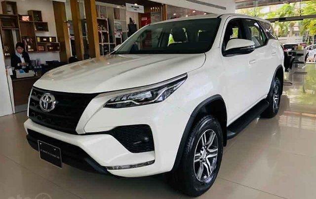 Cần bán xe Toyota Fortuner 2.4G 4x2 MT đời 2020, màu trắng0