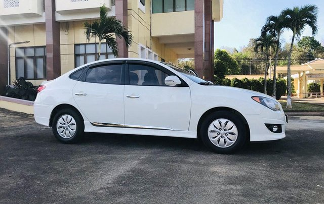 Bán xe Hyundai Avante 2014, màu trắng, 315 triệu7