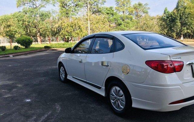 Bán xe Hyundai Avante 2014, màu trắng, 315 triệu2