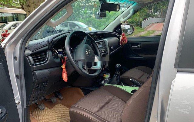 Cần bán lại xe Toyota Fortuner sản xuất năm 2017, màu ghi5