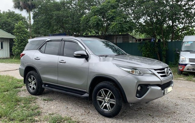 Cần bán lại xe Toyota Fortuner sản xuất năm 2017, màu ghi2