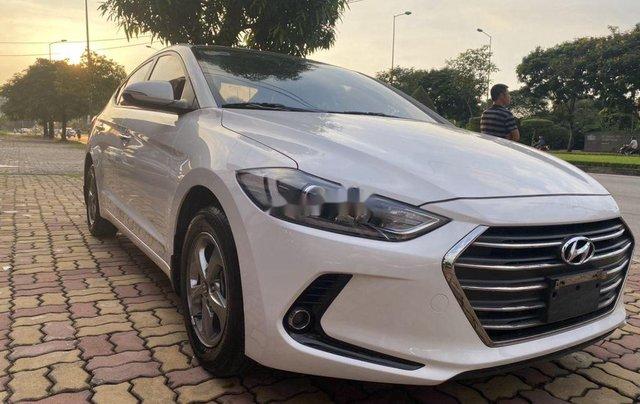 Cần bán lại xe Hyundai Elantra năm 2018 còn mới2