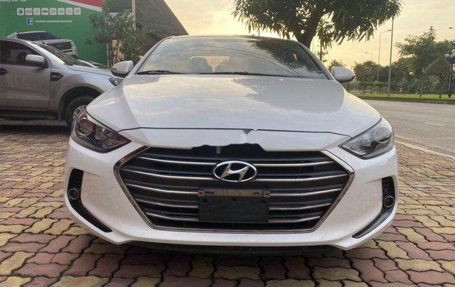 Cần bán lại xe Hyundai Elantra năm 2018 còn mới0