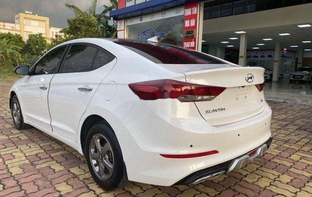 Cần bán lại xe Hyundai Elantra năm 2018 còn mới4