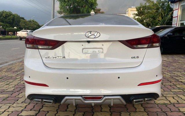 Cần bán lại xe Hyundai Elantra năm 2018 còn mới3