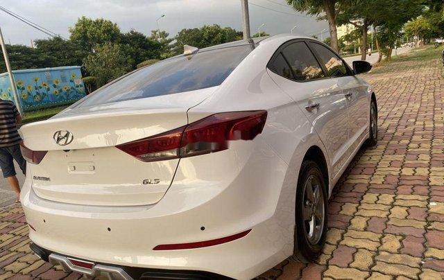 Cần bán lại xe Hyundai Elantra năm 2018 còn mới5