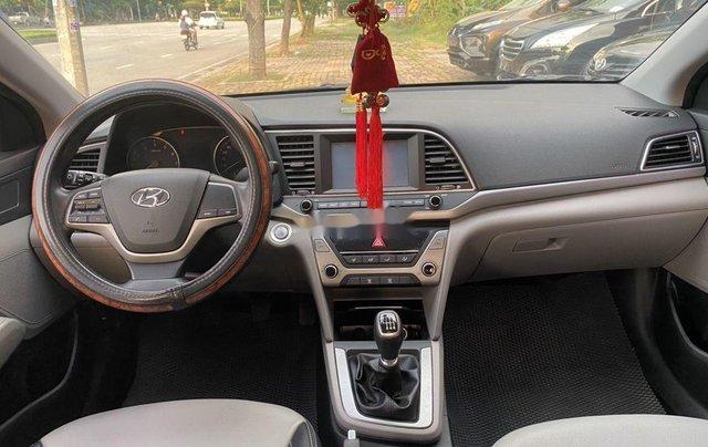 Cần bán lại xe Hyundai Elantra năm 2018 còn mới9