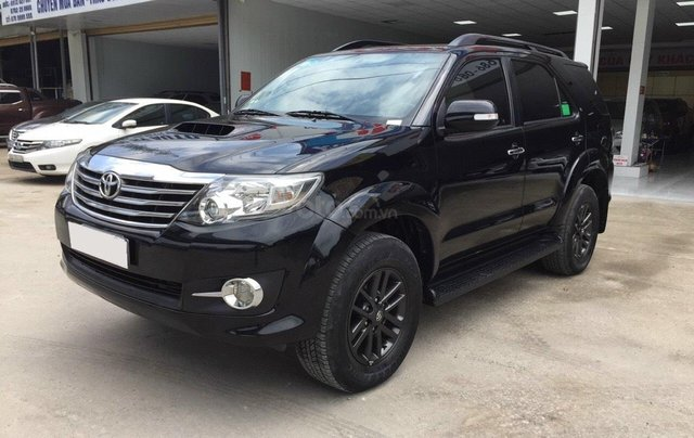 Xe Toyota Fortuner 2.5G máy dầu, sản xuất 20151