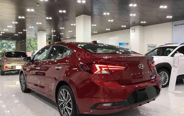 Bán Hyundai Elantra AT đời 2020, màu đỏ1