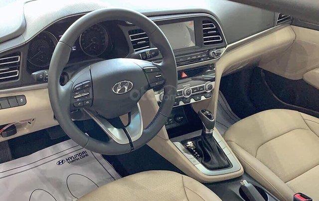 Bán Hyundai Elantra AT đời 2020, màu đỏ3
