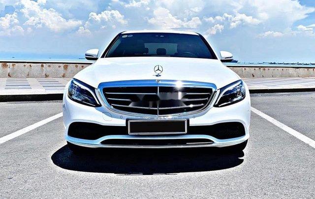 Cần bán gấp Mercedes C200 sản xuất 2019, đăng ký lần đầu 20200