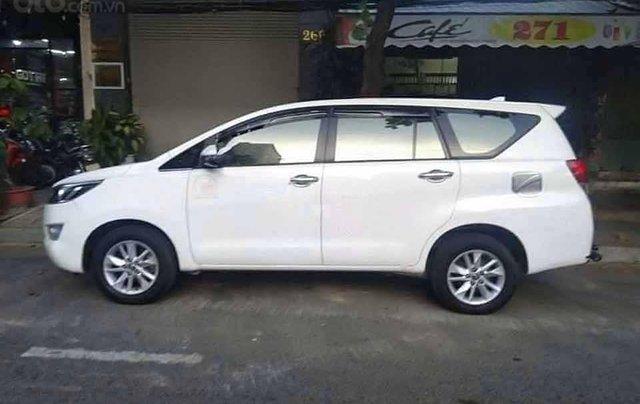 Cần bán xe Toyota Innova sản xuất 2018, màu trắng xe gia đình0