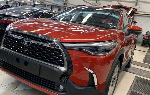 Bán Toyota Corolla Cross 1.8V màu đỏ, xe giao ngay0