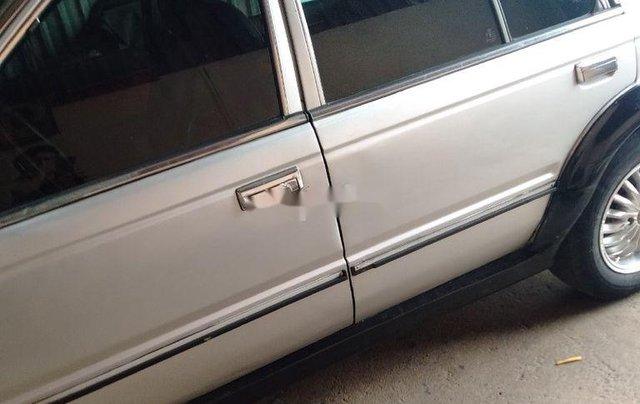 Cần bán Nissan Bluebird năm 1990, màu bạc9