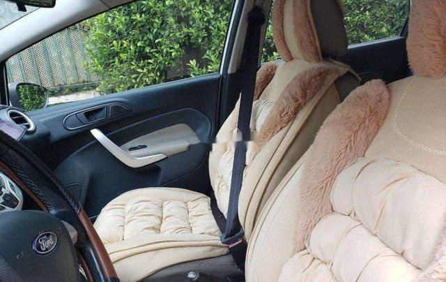Cần bán xe Ford Fiesta 2011, màu trắng, xe nhập chính chủ, 275tr3