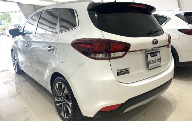 Bán xe Kia Rondo màu trắng, xe đẹp, giá cả hợp lý4