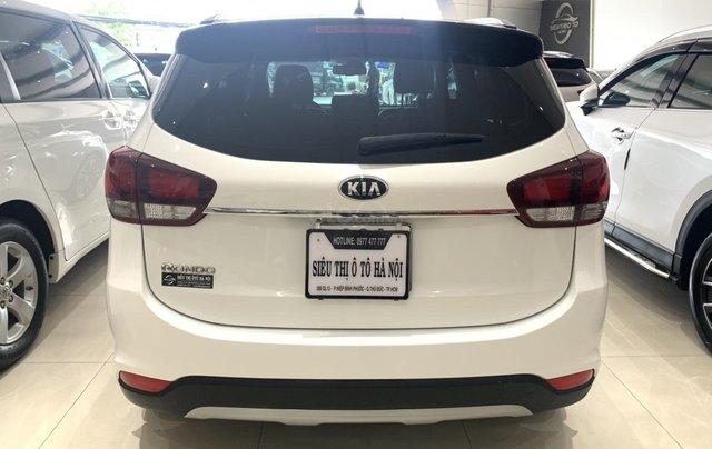 Bán xe Kia Rondo màu trắng, xe đẹp, giá cả hợp lý3
