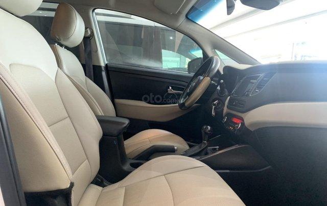 Bán xe Kia Rondo màu trắng, xe đẹp, giá cả hợp lý9