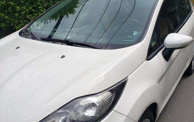 Cần bán gấp Ford Fiesta đời 2011, màu trắng, xe nhập, giá chỉ 275tr2