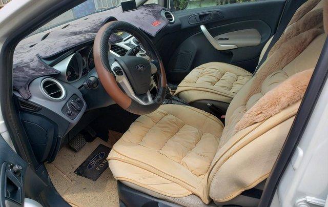 Cần bán gấp Ford Fiesta đời 2011, màu trắng, xe nhập, giá chỉ 275tr7