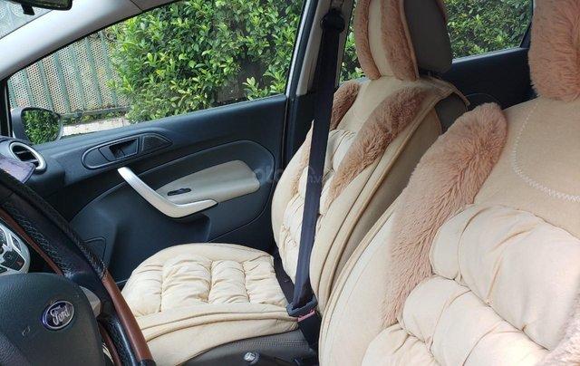 Cần bán gấp Ford Fiesta đời 2011, màu trắng, xe nhập, giá chỉ 275tr13