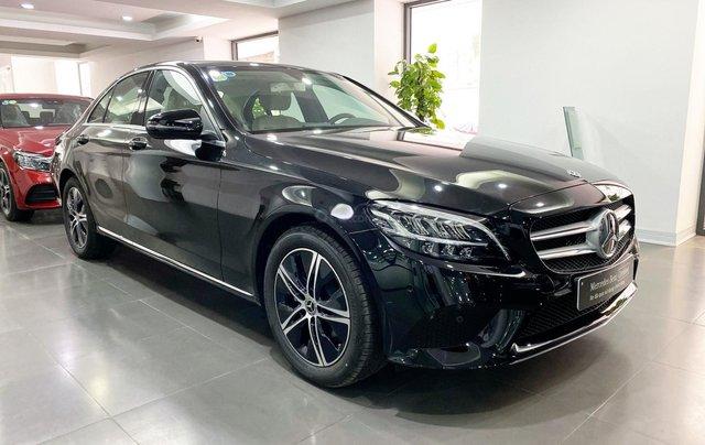 Bán Mercedes C180 2020 màu đen, nội thất kem siêu lướt, xe đã qua sử dụng chính hãng1
