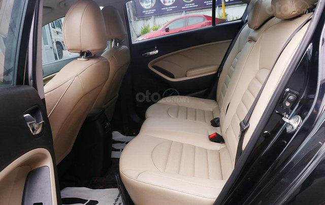 Kia Cerato 1.6MT 2017, xe màu đen cực sang6