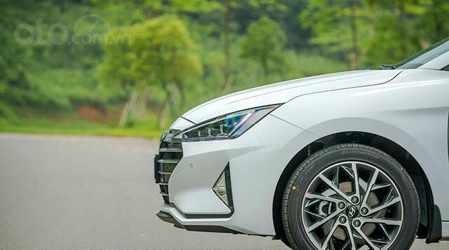 Hyundai Elantra 2020 ưu đãi cực lớn trả trước từ 148 triệu có thể sở hữu ngay dòng Sedan hạng C10