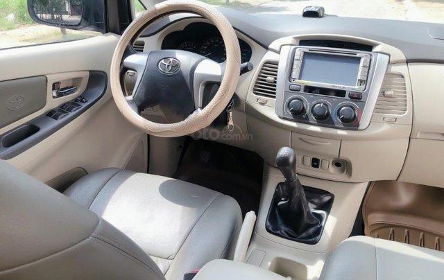 Bán xe Toyota Innova 2.0E 2015, màu bạc2