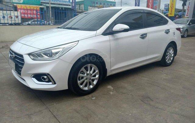 Bán gấp chiếc xe Hyundai Accent 1.4MT đời 2018, xe chính chủ sử dụng, giá mềm0