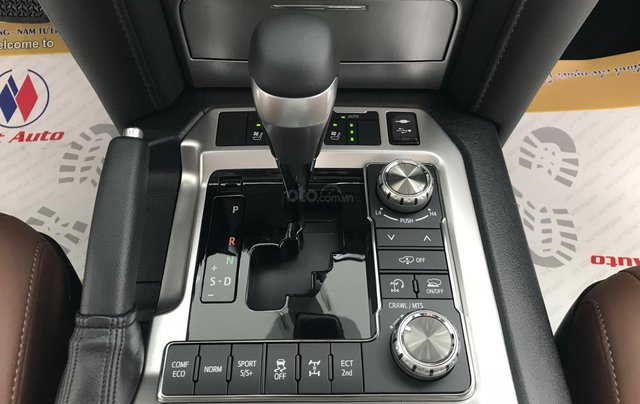Viet Auto bán xe Toyota Landcruiser VX-S 5.7V8, model 2021 mới nhất6