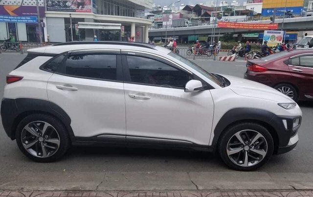 Bán gấp chiếc Hyundai Kona Tubor sản xuất năm 2020, xe mới mua và đi cực ít1