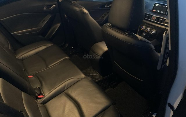 Ưu đãi giảm giá sâu với chiếc Mazda 3 màu trắng, đời 2015, xe còn mới, một đời chủ sử dụng10