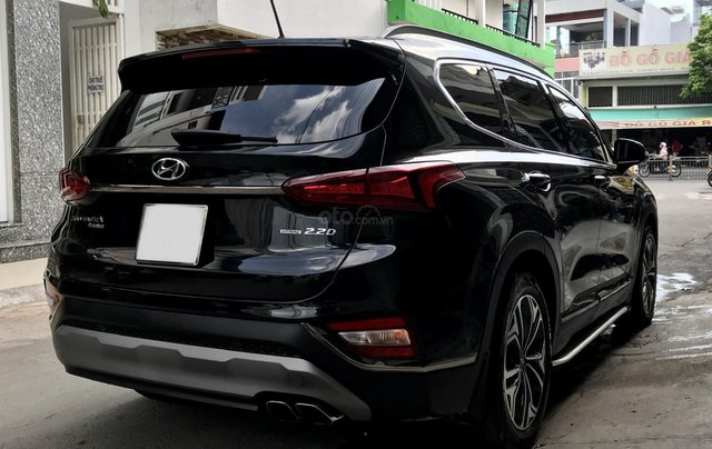 Hyundai SantaFe Premium 2.2L HTRAC, 2019, lướt 4.800km hỗ trợ trả góp10