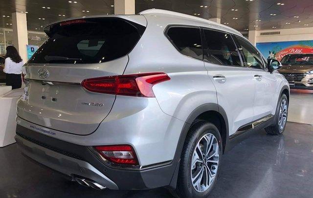 Hyundai Santa Fe tiêu chuẩn xăng giảm 50% thuế trước bạ - KM tiền mặt + phụ kiện lên đến 35tr2